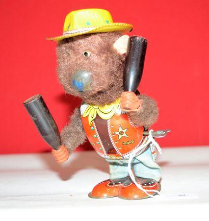 TN Japan: ours mécanique jongleur en tenue...