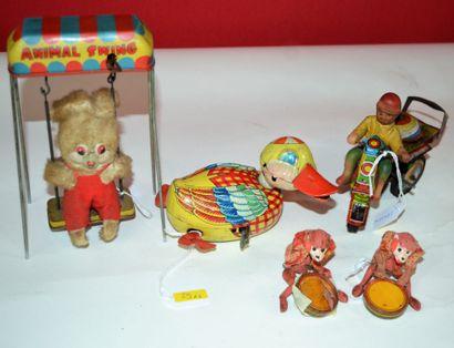 Ensemble de quatre jouets mécanique en tôle:...