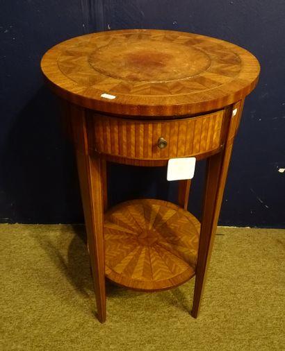 Meuble: guéridon rond en marqueterie de bois...