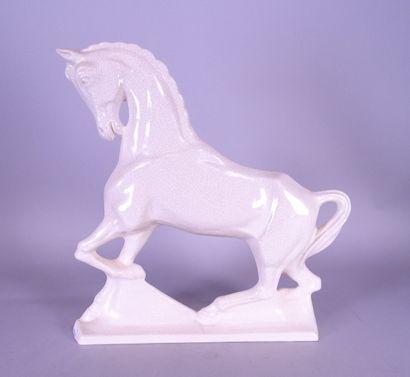 Céramique: Cheval en faience craquelée blanche...