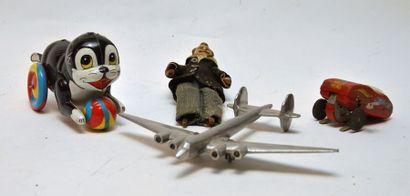 Varia de quatre jouets divers.