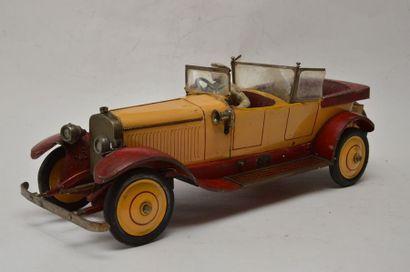 JEP réf 7395, voiture HISPANO SUIZA, en tôle peinte en rouge et jaune, moteur mécanique,...