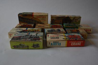 AIRFIX (9) : boîte à construire et construites...