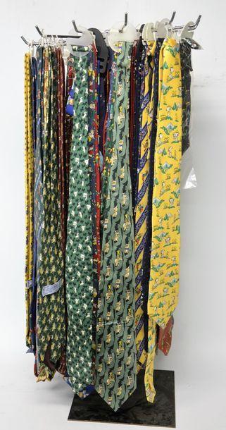 Grande collection d'environ 100 cravates...