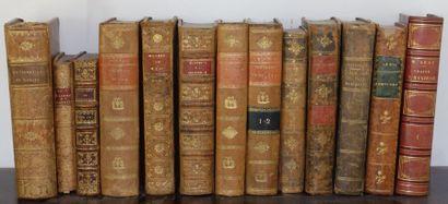 2 mannettes de livres de livres, vingt-neuf...