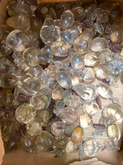 Lot de pampillles diverses en cristal