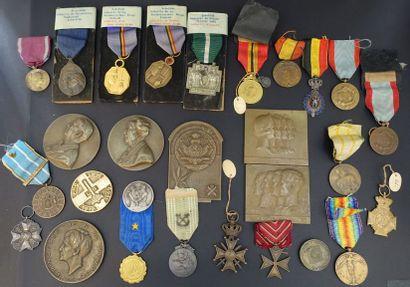 BELGIQUE.  Important ensemble de 19 médailles...
