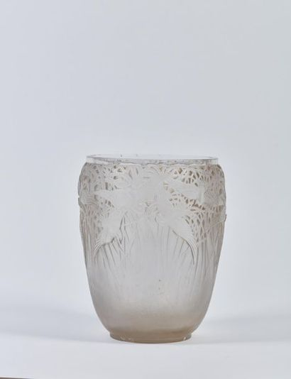 René LALIQUE (1860-1945). Vase Aigrettes...