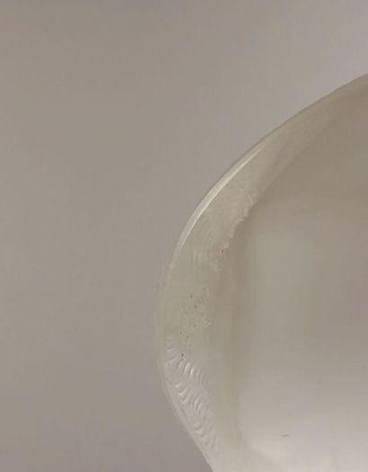 CRISTAL LALIQUE. Chat assis & Chat à l'affût. Épreuves en cristal blanc moulé pressé...