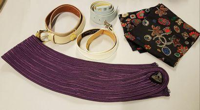 Lot de 5 ceintures en soie, cuir et divers