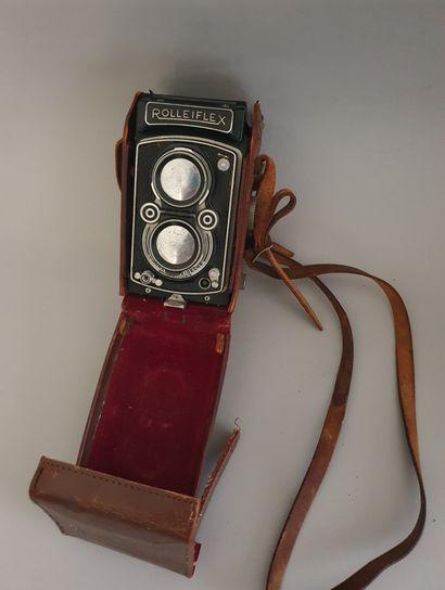 Appareil photographique, boîtier Rolleiflex n°1217346 avec objectifs Zeiss Opton T (rouge) Tessar 3.5/75 mm n°614224 et Heidosmat 2.8/75 mm et étui Rolleiflex