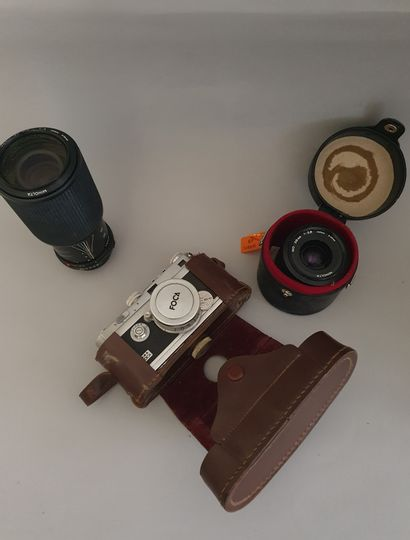 Lot d'objectifs photos et appareil : MINOLTA 28mm; MINOLTA zoom 70-210mm; appareil FOCA dans son étui