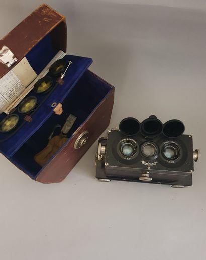 Appareil photographique, boîtier Heidoscop B2 6x9 avec objectifs Carl Zeiss Jena Tessar 4.5/7.5 cm avec accessoires (filtres, déclencheur, documents) et sac de transport.