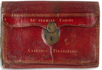 Rare portefeuille «du Cabinet noir » en maroquin rouge, bordures dorées aux fers ornées de frises feuillagées ; il