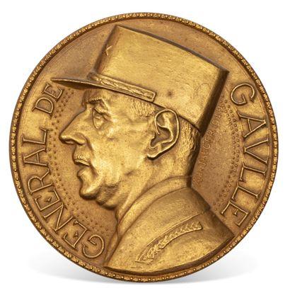 Grande médaille en bronze doré, l'avers au portrait du général de Gaulle d'après :