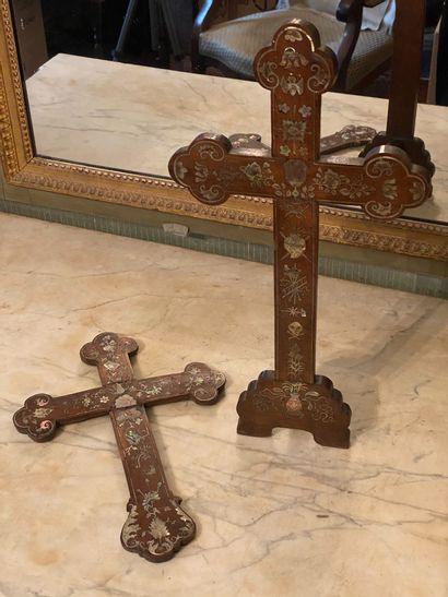 Indochine, début XXème siècle.  Deux crucifix...