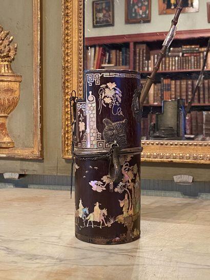 Indochine, XIXème siècle.  Pipe en bois...