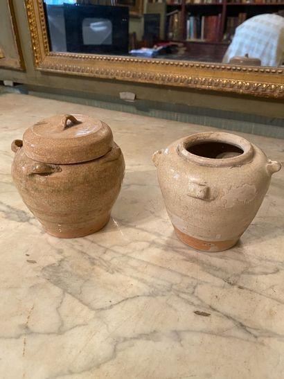 Chine, circa VIIème siècle.  Deux vases...