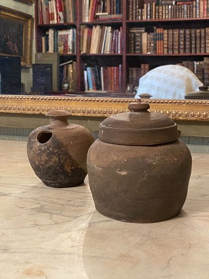 Chine, dynastie Tang (618-907) .  Deux pots...