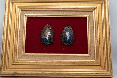 Deux plaques de bourses en émail peint polychrome...