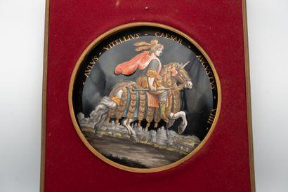 Médaillon en émail peint polychrome représentant...