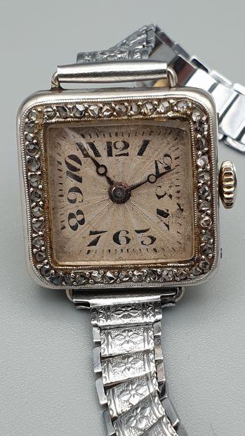 Elégante montre de dame en platine vers 1920...