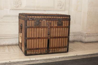 LOUIS VUITTON – N°3971  Malle courrier en...