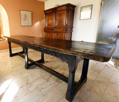 Grande table de monastère en chêne et noyer,...