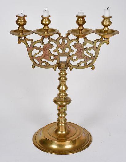 Candélabre en bronze à quatre bobèches, base...