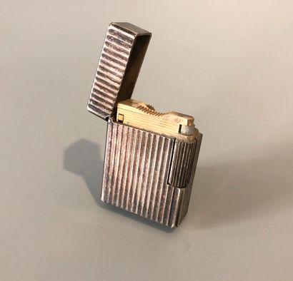 DUPONT - PARIS - Briquet en métal argenté...