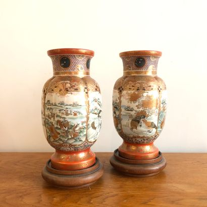 JAPON, début XXème siècle.  Paire de vases...
