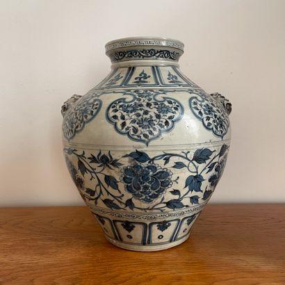 CHINE, XXème siècle, dans le goût des Yuan....
