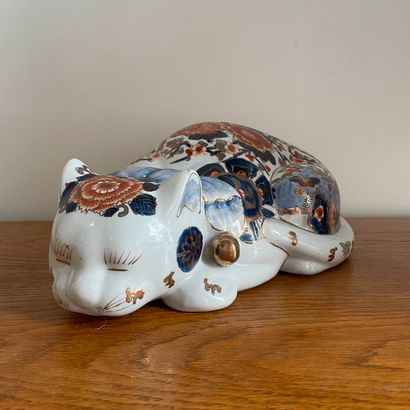 CHINE moderne  Chat dormant en porcelaine...