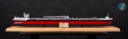 Maquette d'un pétrolier fluvial
