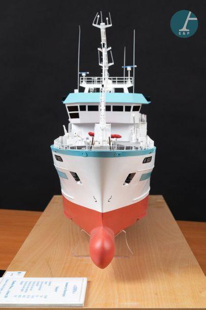 Maquette d'un bateau de pêche Maquette du navire de pêche AZIMINA Port aux Français,...
