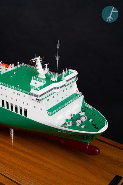 Maquette d'un navire roulier Maquette du Via Ligure Palermo, navire construit en...