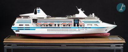 Maquette d'un paquebot Maquette du Nordic Empress, paquebot créé par les chantiers...