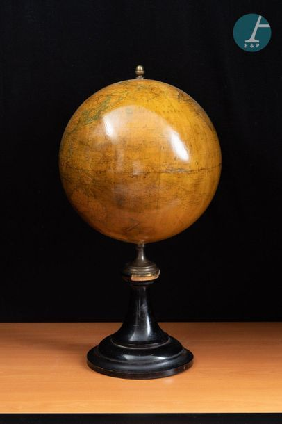 E. BERTAUX Editeur Earth globe E. BERTAUX Publisher. Turned and blackened wooden...