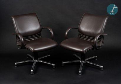HAWORTH HAWORTH Modèle COMFORTO, Lot de 2 fauteuils en métal chromé et cuir marron...