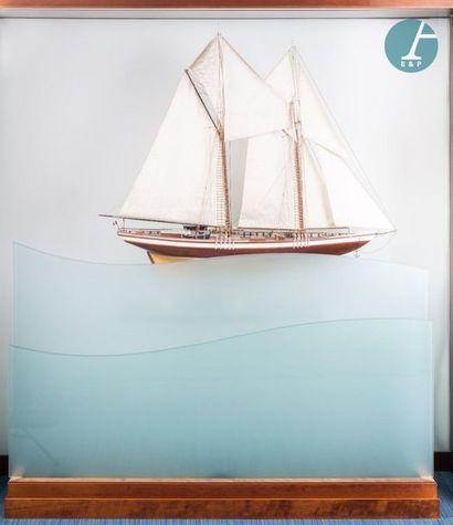 Grande Maquette Magnifique grande maquette de la goélette BLUENOSE. Le navire était...