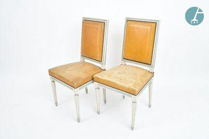 En provenance du siège de la Région Île-de-France Cinq chaises en bois naturel laquées...