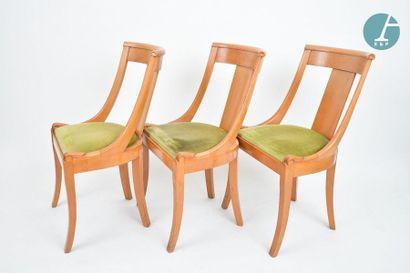 En provenance du siège de la Région Île-de-France Six chaises gondole en bois naturel,...