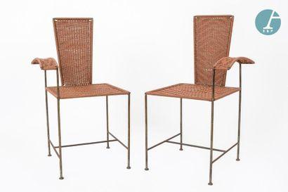 En provenance du siège de la Région Île-de-France Amusing pair of asymmetrically...