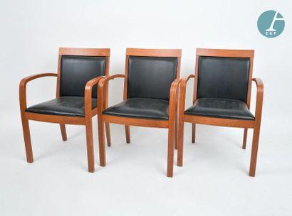 En provenance du siège de la Région Île-de-France Trois fauteuils et trois chaises...