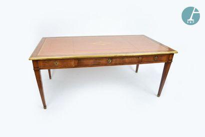 En provenance du siège de la Région Île-de-France Table rectangulaire en bois naturel...