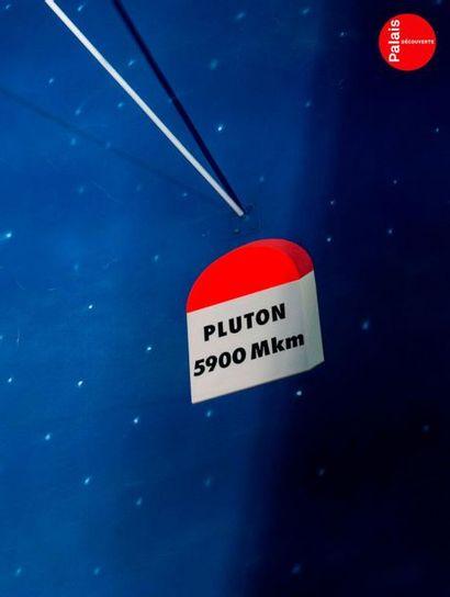 En provenance du Palais de la Découverte Maquette de Pluton. Polystyrène polychrome....