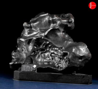 En provenance du Palais de la Découverte Maquette de la météorite de Bendego reproduite...