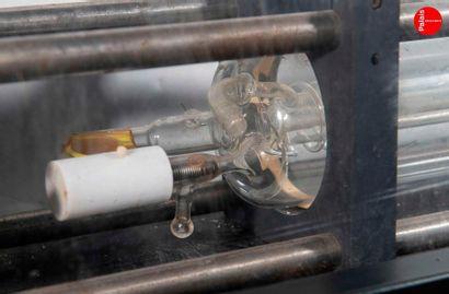 En provenance du Palais de la Découverte Old gas laser tube, recovered from a laboratory....