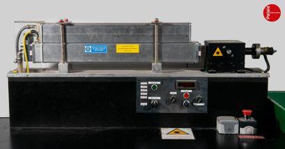 En provenance du Palais de la Découverte Large 2007 Class 4 CO2 laser. At the beam...