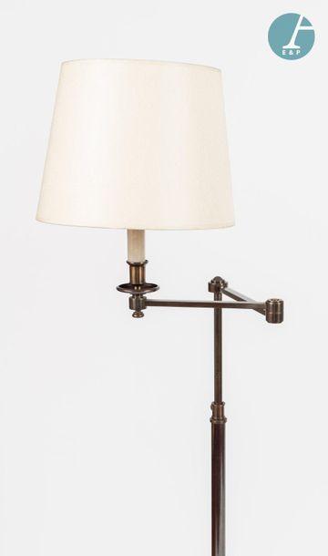 En provenance de l'ancien siège de la banque LAZARD Trois lampadaires à une lumière,...